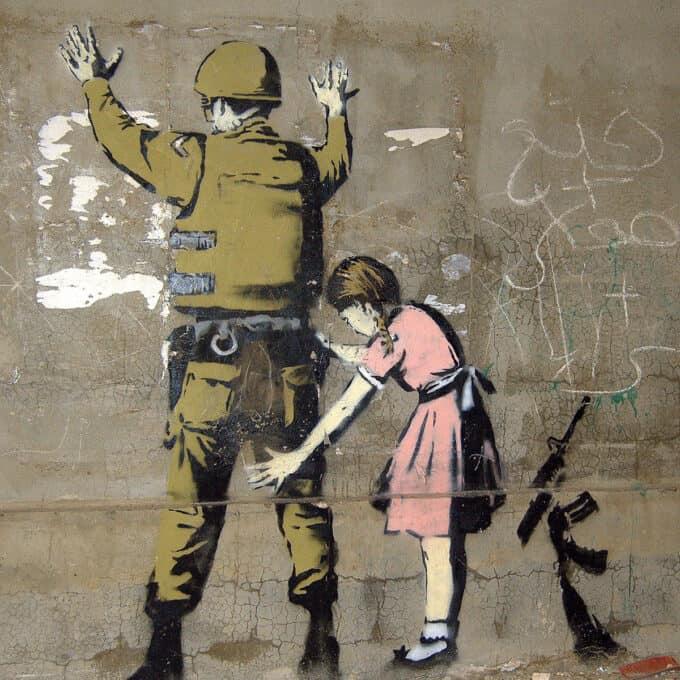 دختری-در-حال-تفتیش-سرباز---بنکسی